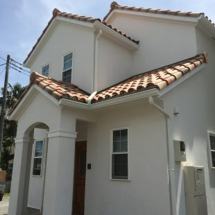 白い壁のプロヴァンスな家